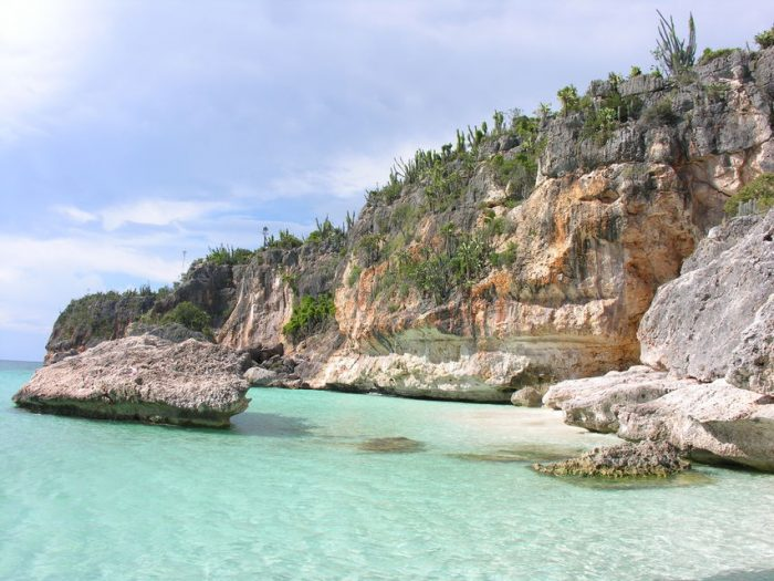 Barahona: Beach Day-Trip & Cruise to Bahía de las Aguilas