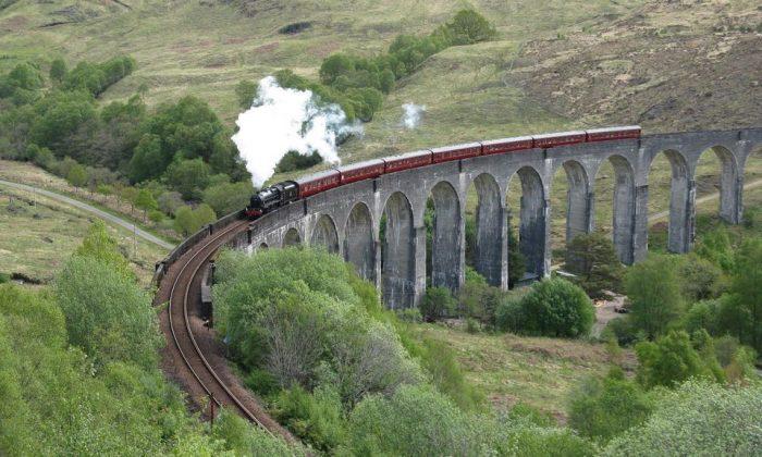 From Edinburgh: Magical Highlands Tour by Steam Train