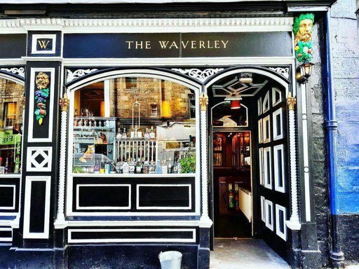 Edinburgh: Whisky Tasting and Storytelling