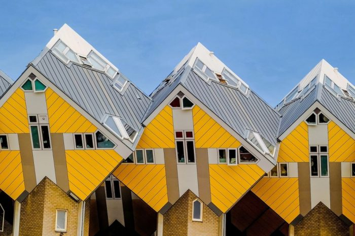 Private Rotterdam Tour with Cube House Admission