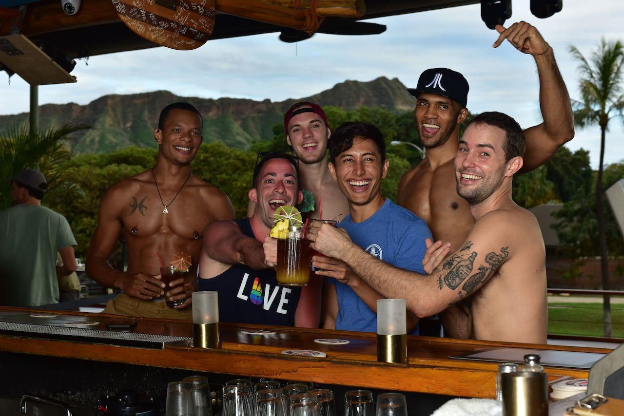 Hula's Bar and Lei Stand - Honolulu