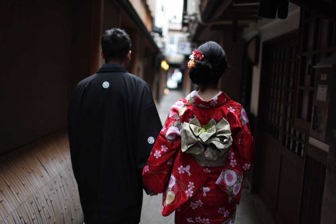 a couple on the streets of Kyoto