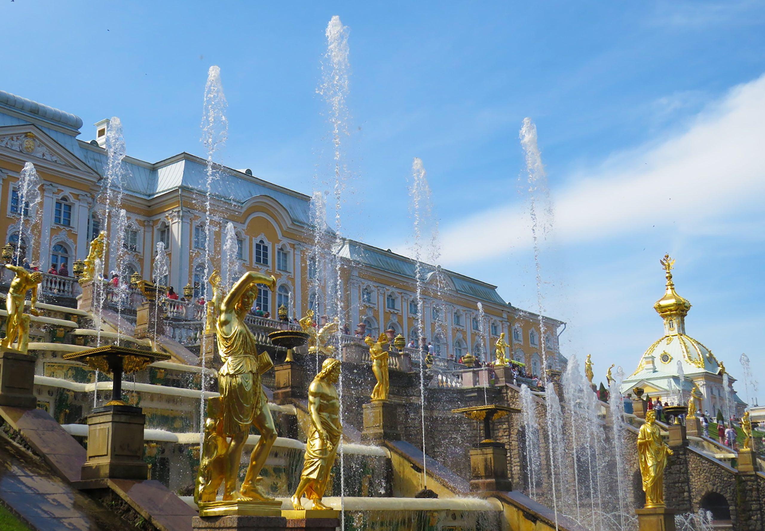 The Gold Fountains of Peterhof Palace | Photo: Anastasiya Romanova